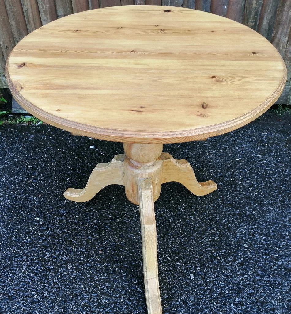"2ft5"" Round Pine Table"