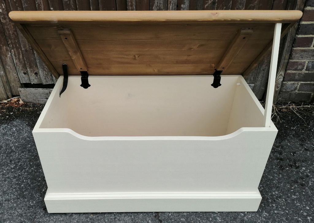 Cream Toy / Blanket Box