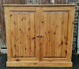 [19767] Large Country Pine Cupboard